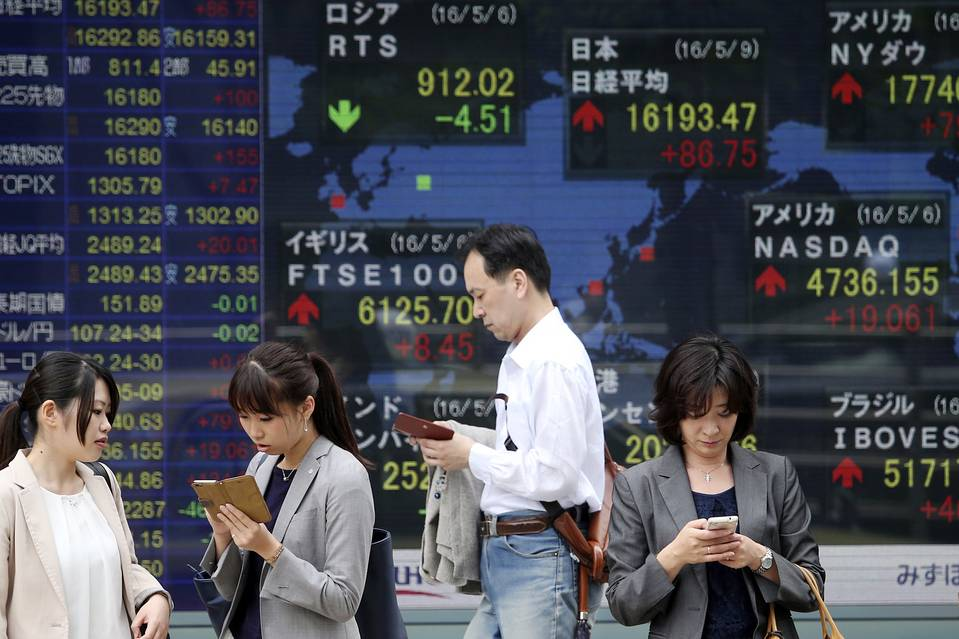 Asian Stocks Finish Lower on Escalating Trade Tensions